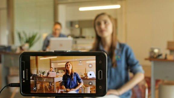 Làm thế nào để sử dụng điện thoại của bạn làm Webcam cho Windows và macOS